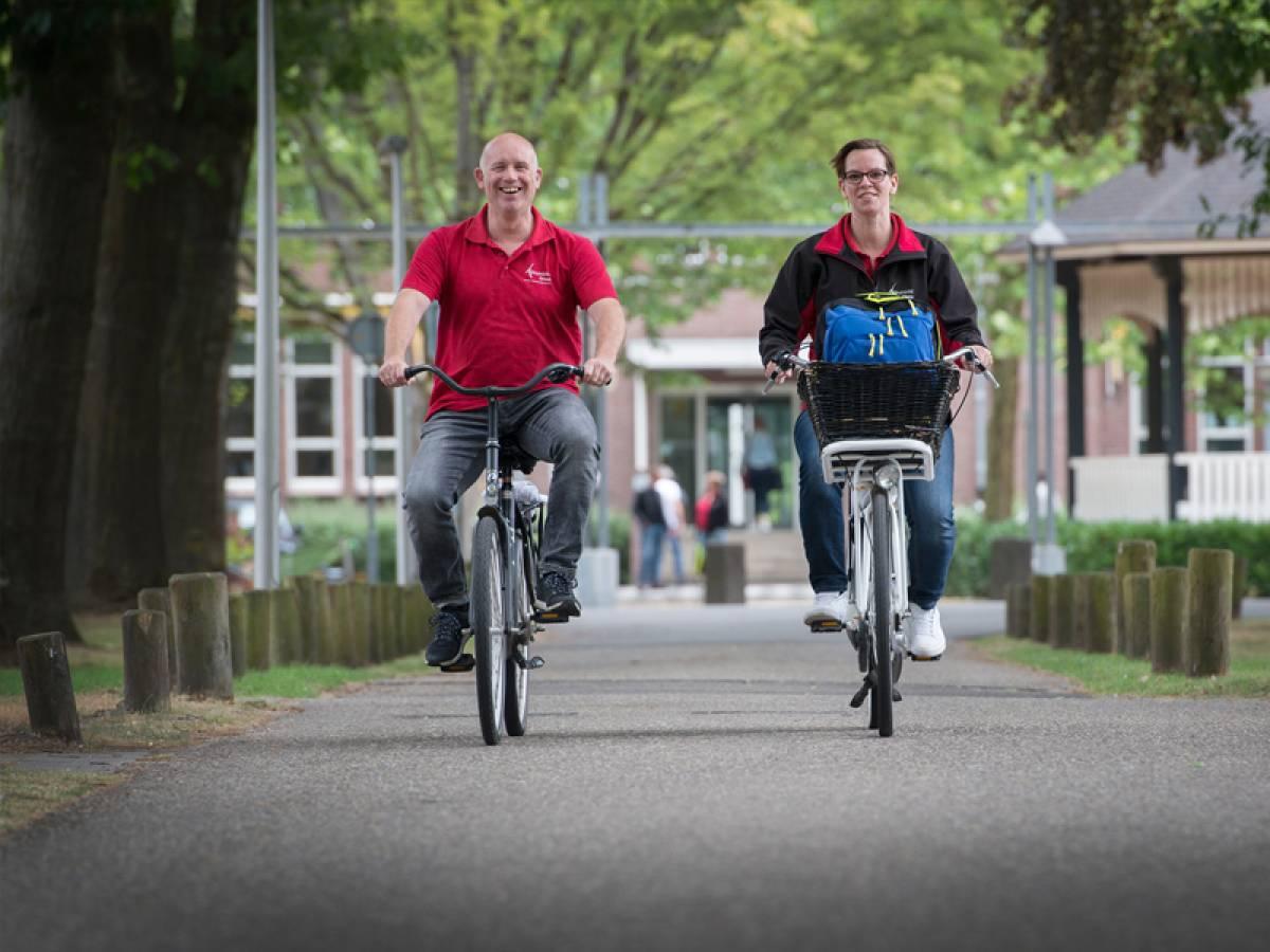 EVA team op de fiets cliënt en verpleegkundige