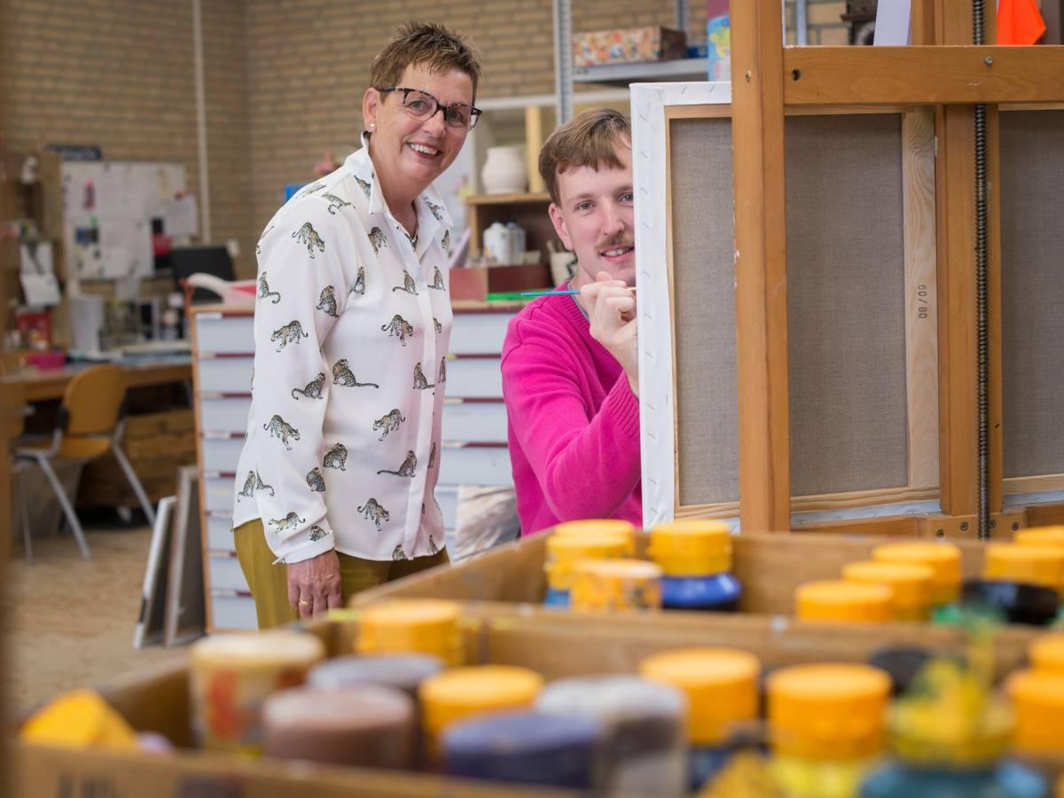 Jan en Janny bij het schilderij