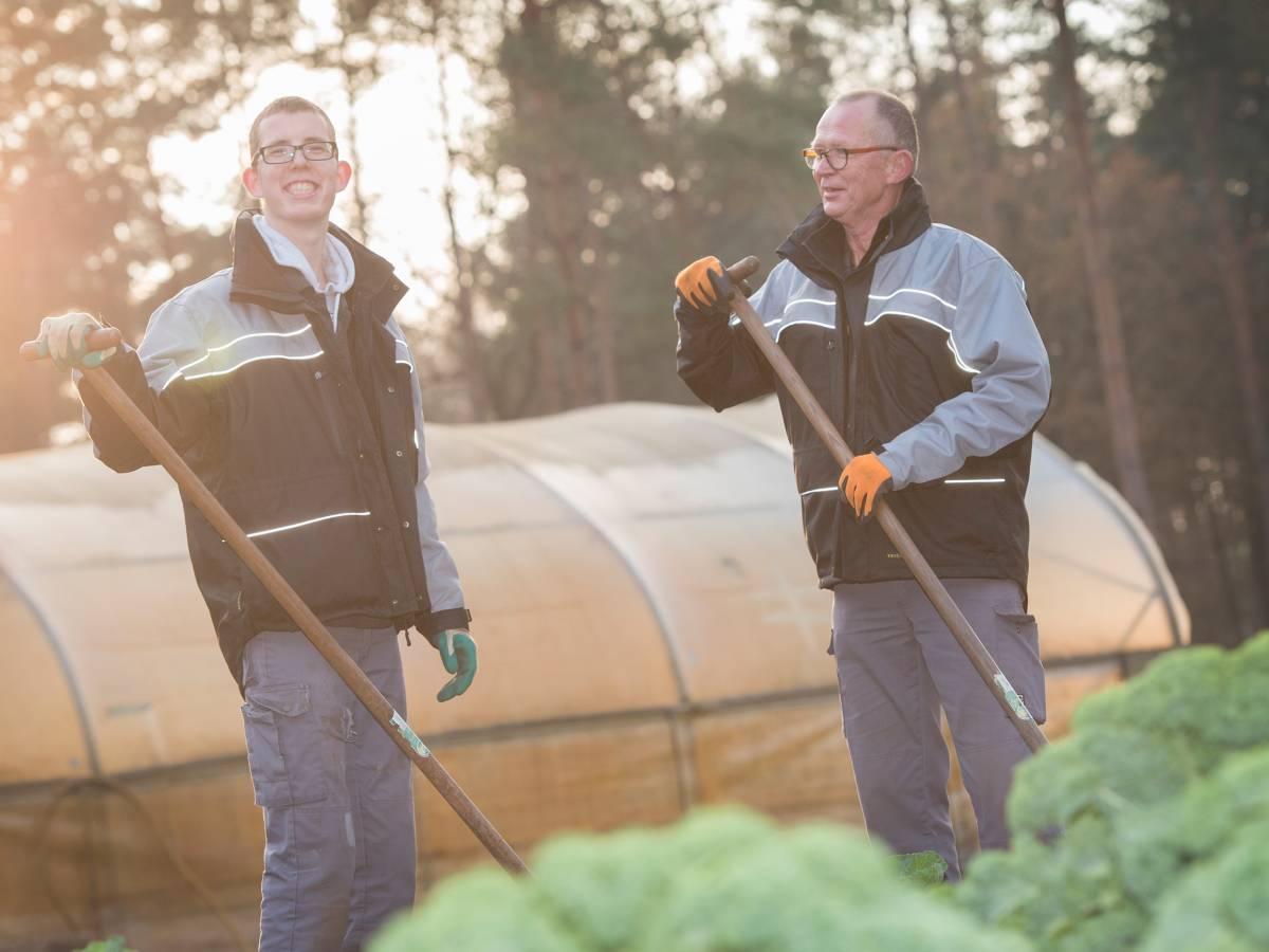 Samen in de tuin werken
